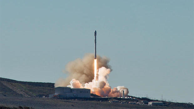 Falcon 9 returns to space with Iridium-1 launch