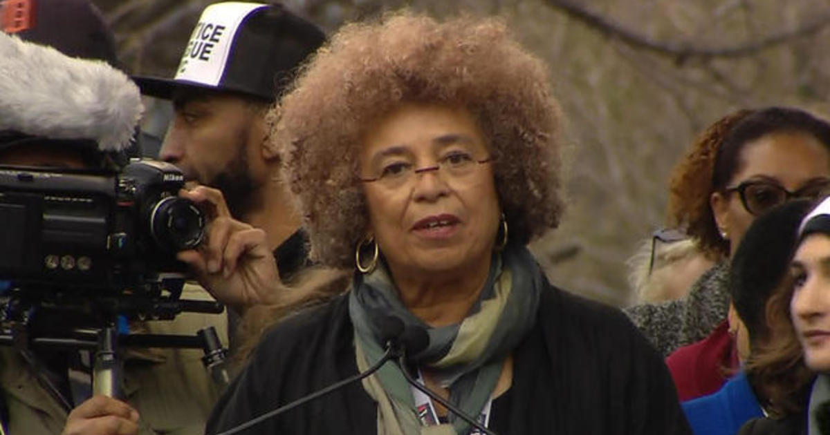 Watch Legendary Activist Angela Davis Rally Women S March