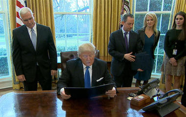 Trump signs orders advancing Dakota, Keystone pipelines