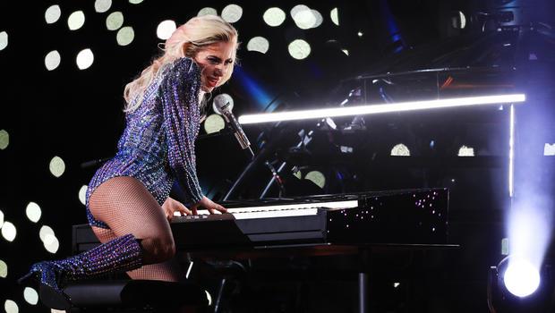 Lady Gaga Performing with Metallica at 2017 Grammys