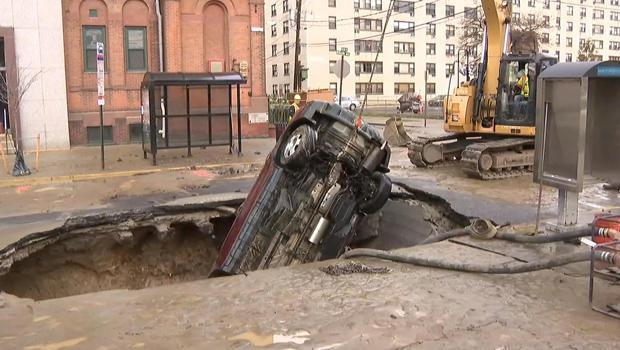 基础设施汽车中,落水洞,620.jpg
