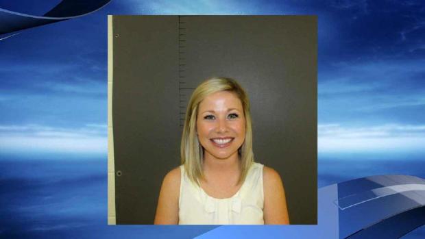 Sarah Fowlkes被提供给CBS联盟KEYE-TV的警察预订照片。