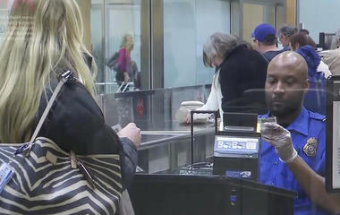 U.S. may expand electronics ban on flights