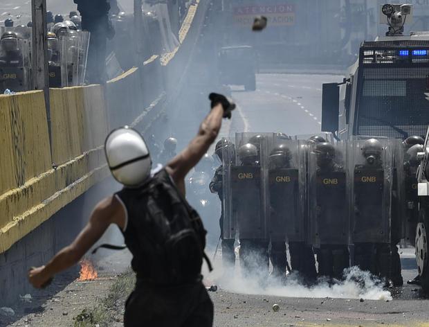 venezuela-protest-poopootov-681663136.jpg