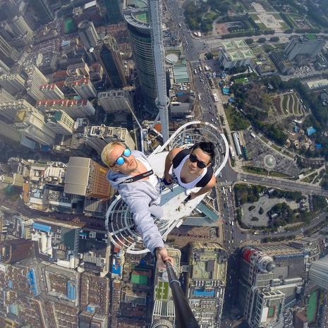 Towering selfie - Dangerous selfies - Pictures - CBS News