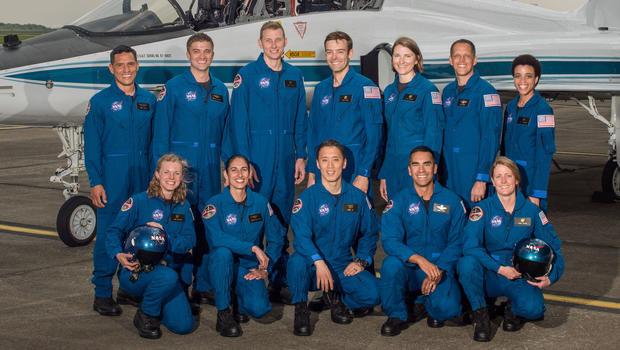 La NASA presenta a 12 nuevos astronautas que fueron seleccionados de 18.300 postulantes