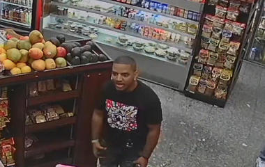Police search for suspects who allegedly attack deli worker with avocados, bananas