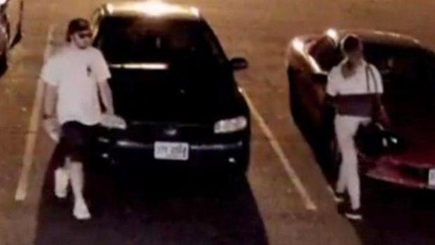 警方正在寻找在新罕布什尔州罗切斯特市体育馆外袭击一名女子的男子。