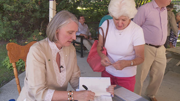 louise-penny-book-signing-620.jpg