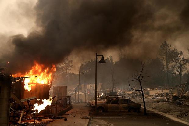 多个野火摧毁家园,威胁加州葡萄酒之乡