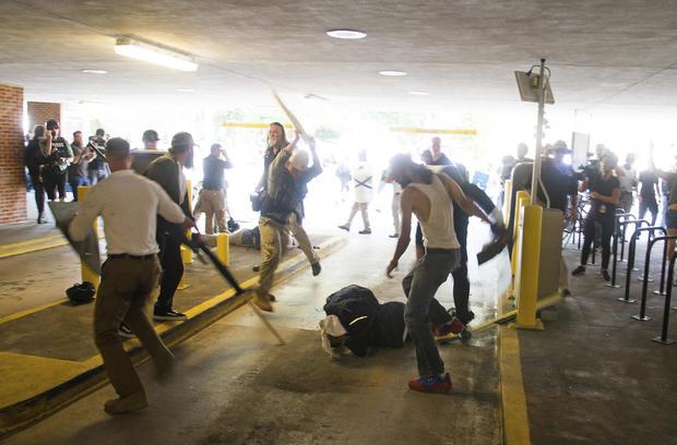 同盟纪念碑抗议殴打