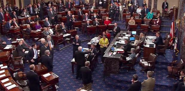约翰 - 麦凯恩,奥巴马医改票骨感,废除参议院,cspan.jpg