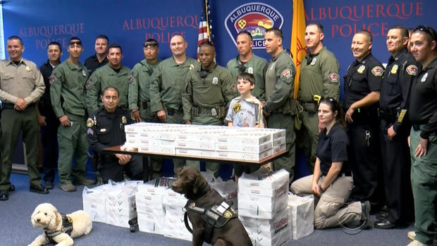 斯特拉斯曼-警察甜甜圈,2-2017-11-9.jpg