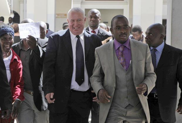 直升机坠毁 - 津巴布韦反对党领袖