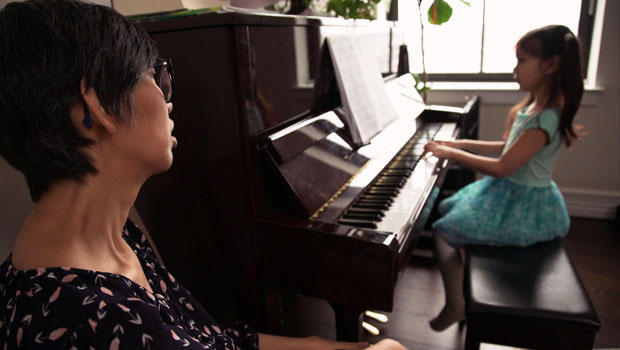 julia-yip-williams-with-daughter-playing-piano-620.jpg