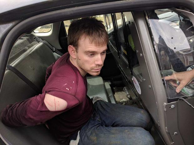 cbsn融合,细节上,华夫屋犯罪嫌疑人,特拉维斯 - 赖因金逮捕,缩略图1552974-640x360.jpg