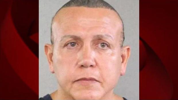 2015年8月,Cesar Altieri Sayoc出现在警察预订照片中。