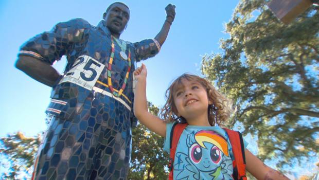 托米 - 史密斯雕像在-SAN何塞 - 状态 -  620.jpg