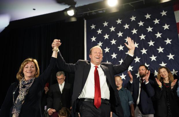 州长候选人杰瑞德·波利斯和科罗拉多州民主党人举行选举之夜活动
