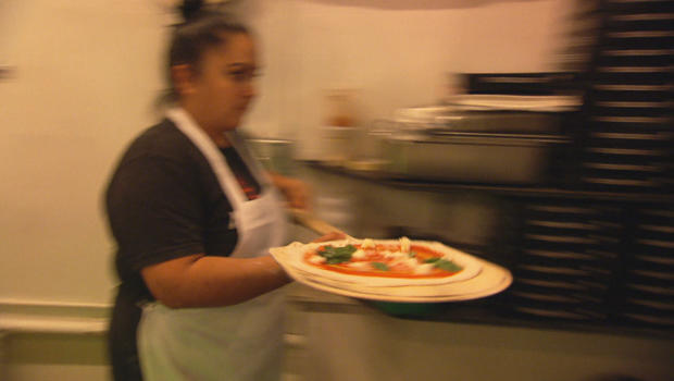 聋哑比萨饼mozzeria-620.jpg