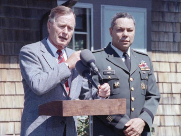 总统GHW布什 - 常规 - 科林 - 鲍威尔-AP-9008230105.jpg