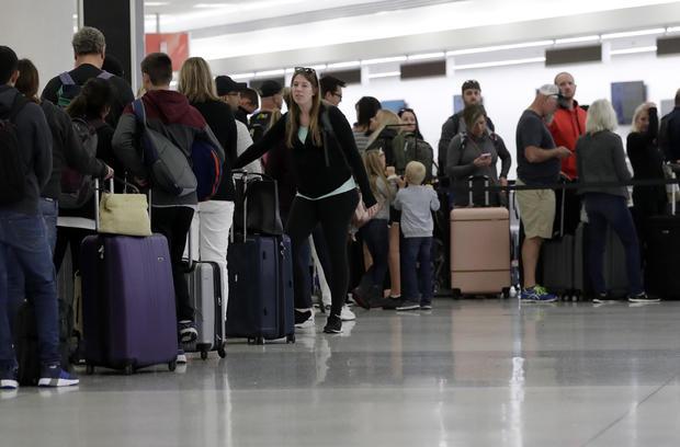 政府关闭机场航站楼