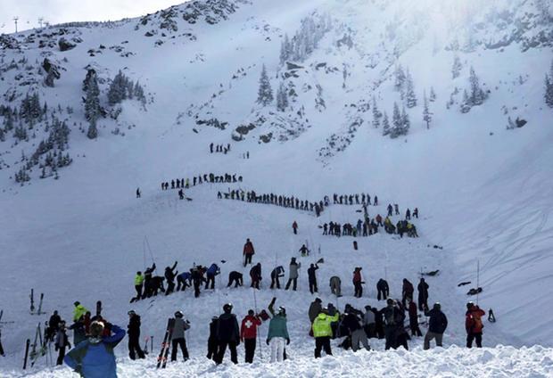 2019年1月17日,新墨西哥州最大的度假胜地之一 - 陶斯滑雪谷最高峰附近发生雪崩,导致多人死亡,人们搜寻受害者。