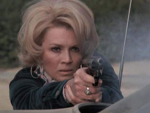 安吉 - 迪金森-警察woman.jpg