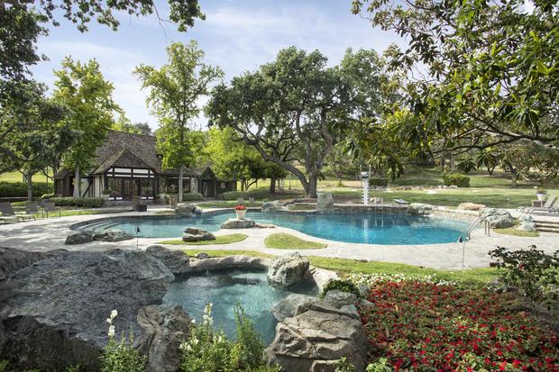 SVR-10-jimbartsch池,poolhouse.jpg