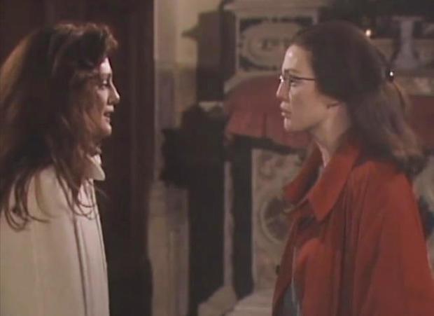 朱丽安 - 摩尔-AS-双胞胎-上为这世界匝数CBS-promo.jpg