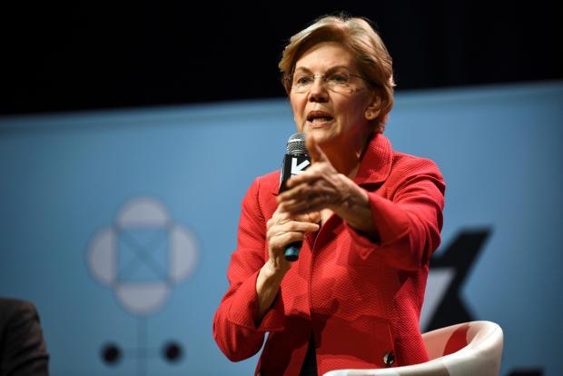 美国参议员伊丽莎白沃伦在南西南(SXSW)会议和德克萨斯州奥斯汀的节日中与Anand Giridharadas谈论她的政策构想