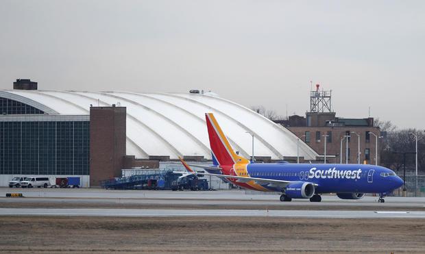 西南航空公司波音737 MAX 8飞机在芝加哥中途国际机场