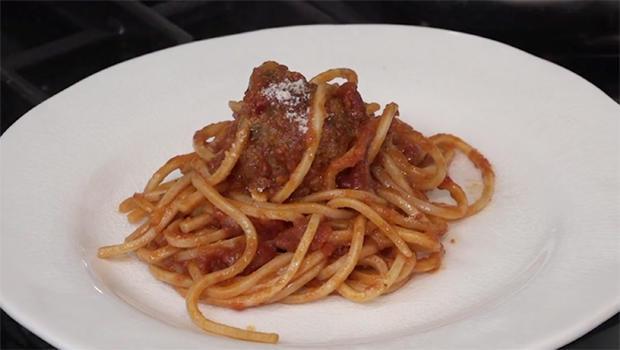 boby-flay-spaghetti-meatballs-620.jpg