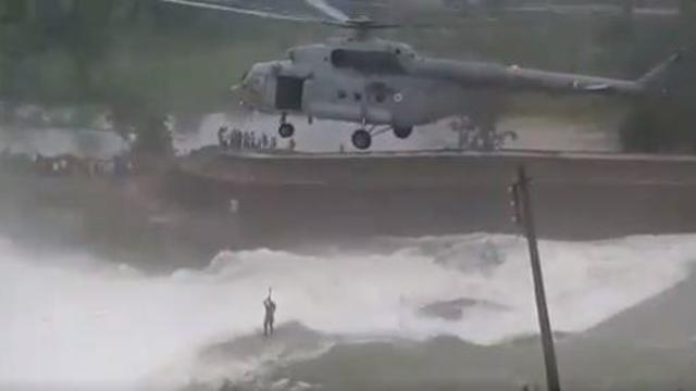 india-flood-rescue.jpg