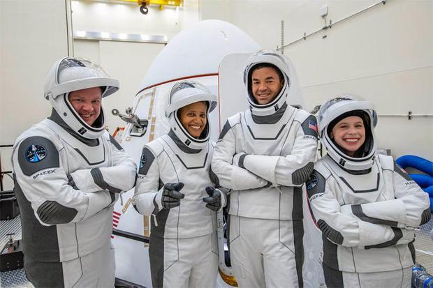 crew-by-capsule.jpg