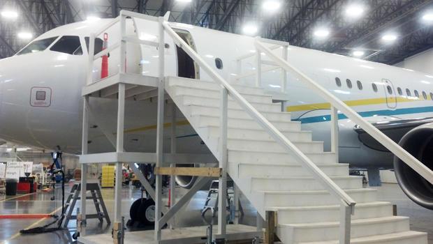 comlux-hanger-cbs-620.jpg