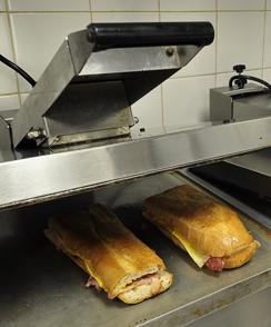 cuban-sandwich-on-press-244.jpg