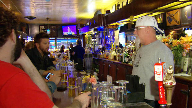 bars-simons-tavern-chicago-620.jpg