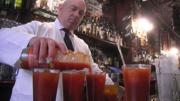 mixing-a-bloody-mary-620.jpg