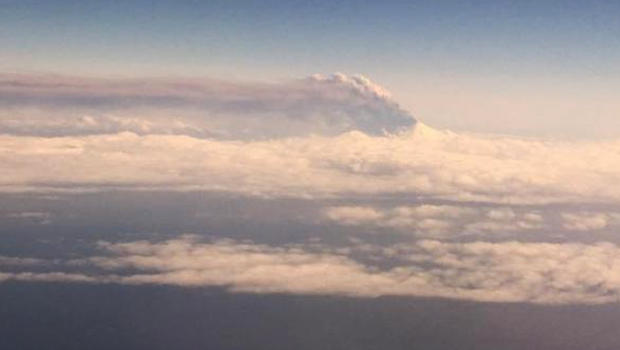 pavlof-volcano-eruption-032716-b-620.jpg