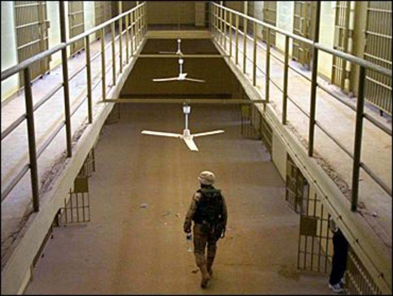 Iraq closes Abu Ghraib prison over security concerns - BBC