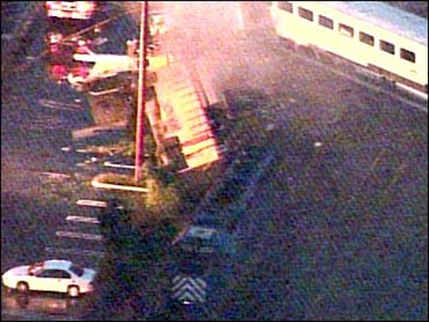 Glendale Train Derailment - Photo 1 - Pictures - CBS News