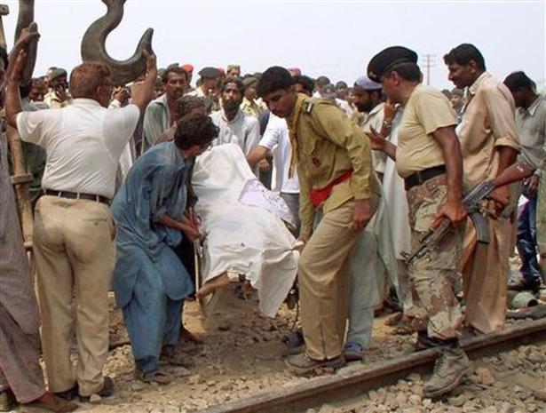 Pakistan Trains Collide