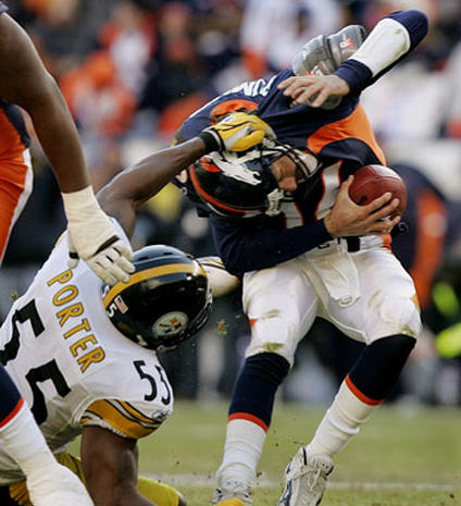 Pittsburgh Steelers Vs. Denver Broncos - 2005 NFL Playoffs - Pictures - CBS  News 4b009261c