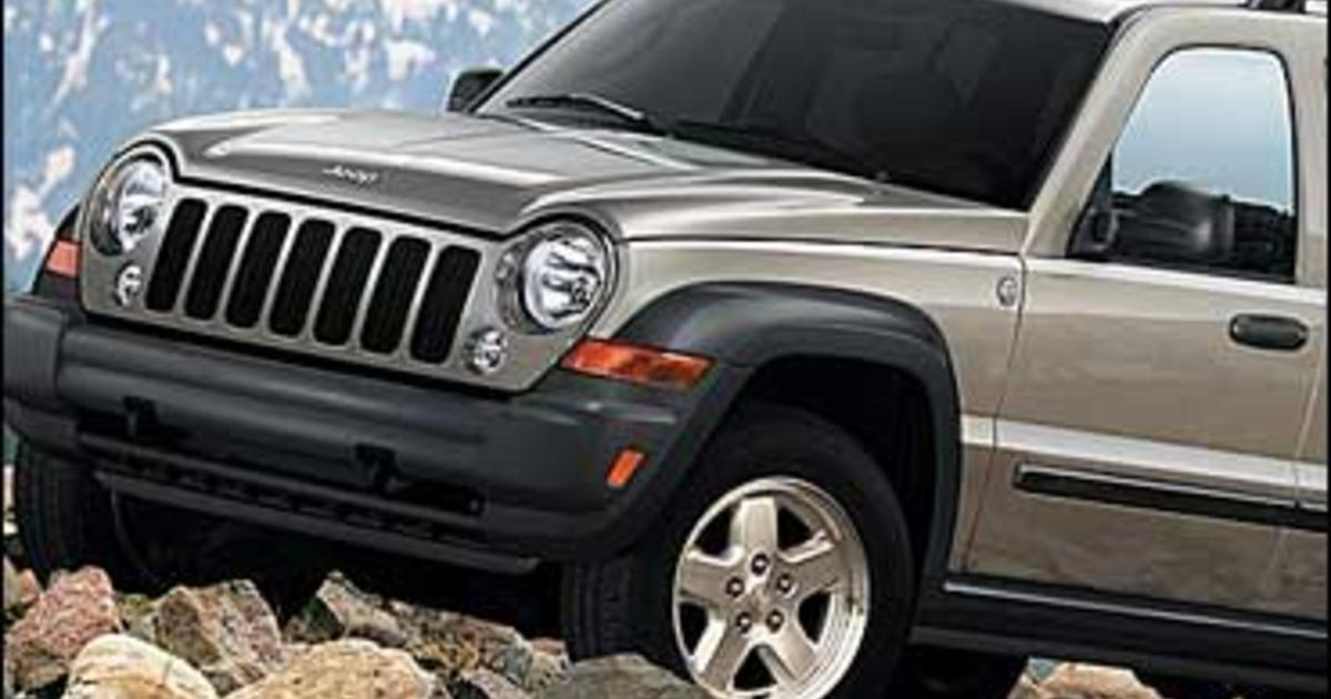 chrysler recalls 800 000 jeep suvs cbs news. Black Bedroom Furniture Sets. Home Design Ideas