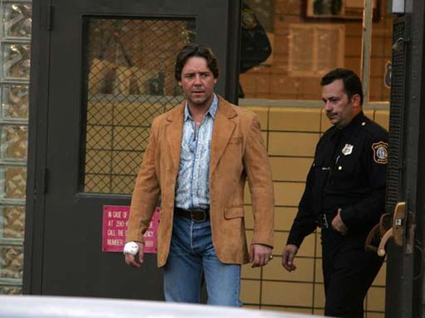 Crowe  On 'Gangster' Set