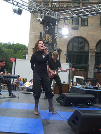 Martina McBride Rocks The Plaza