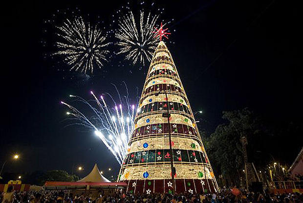 Christmas In Brazil.Brazil Christmas Around The World Pictures Cbs News