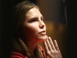 """Amanda Knox to Star in Prison Christmas Show, Has an """"Incredible Voice"""" Says Director"""