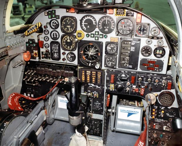 X29cockpit.jpg